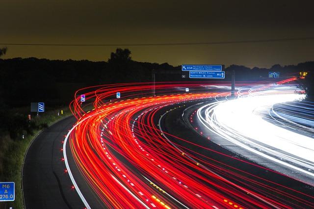 Jak wybrać optymalne usługi monitorowania pojazdów?