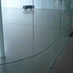 Szklane ściany i ich właściwości