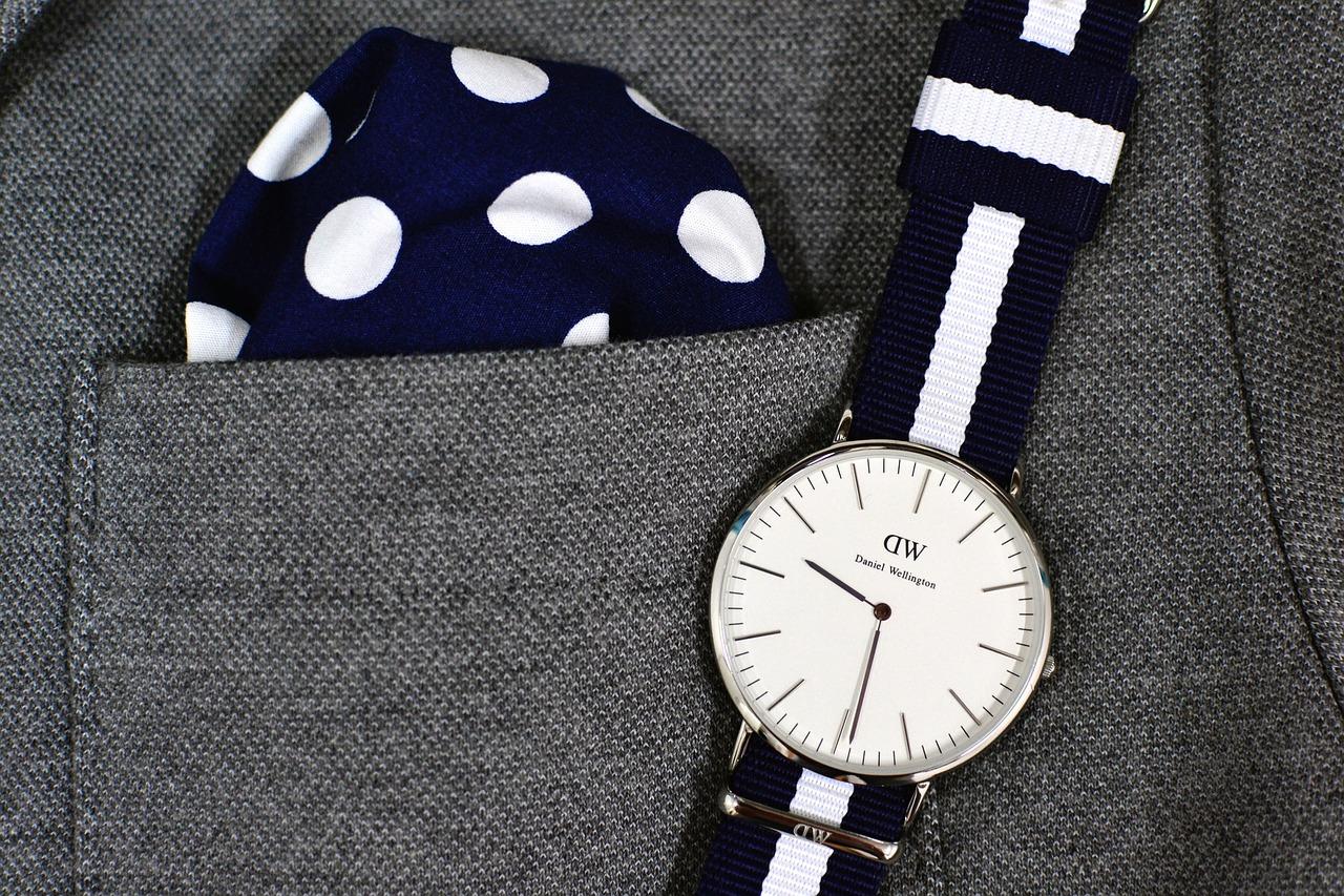 Zegarek Daniel Wellington pod kolor poszetki